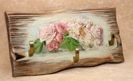 Ключница из дерева Цветы 30х15 см