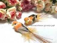 Декоративная птичка средняя на прищепке, цвет оранжевый, длинна с хвостом 10 см, высота 2 см
