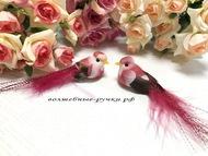 Декоративная птичка средняя на прищепке, цвет красный, длинна с хвостом 10 см, высота 2 см