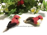 Декоративная птичка малая на проволоке, цвет  красный, длина с хвостом 6,5 см, высота 2,5 см