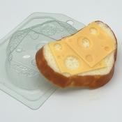 Пластиковая форма для мыла Хлеб белый с сыром арт 1723